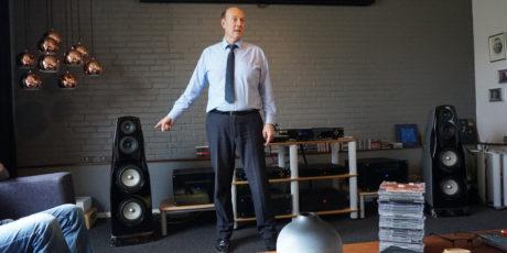 Geir Frode Skjæveland fra Elecrocompaniet fortalte om virksomhedens historie og produkter. Foto: John Alex Hvidlykke, Lyd & Billede