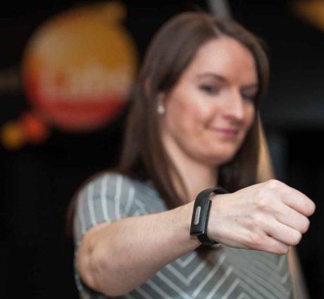 Med et fitnessarmbånd kan man bruge hjerterytmen til at identificere sig 100 procent sikkert på nettet. Foto: MasterCard