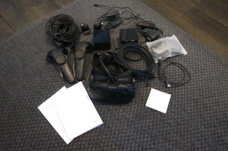 Det er ikke så få enkeltdele, som skal til for at få HTC Vive til at spille. Foto: Peter Gotschalk, Lyd & Billede