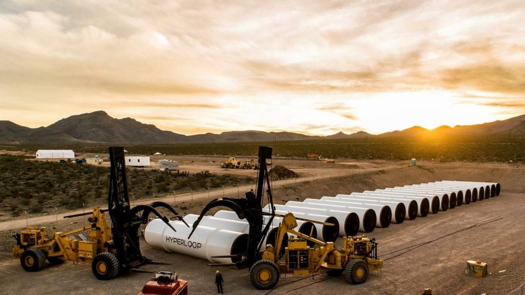 Vognene i Hyperloop skal køre i et lufttomt rørsystem. Den del kan man nu gå i gang med at arbejde på. Foto: Hyperloop One