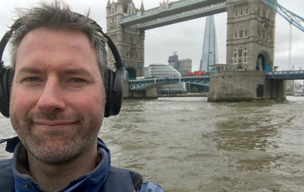Vi prøvede QuietComfort i en speedbåd på Themsen, hvor de blokerede støjen imponerende godt ved 50 knob. Foto: Geir Gråbein Nordby