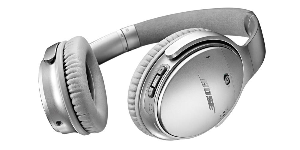 QuietComfort 35 er en trådløs version af det klassiske QuietComfort 25. Her i sølvfarve. Foto: Bose