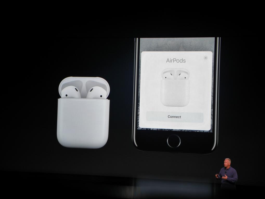 AirPods er Apples nye trådløse in-ear-hovedtelefoner, der kan bruges enkeltvis eller sammen. Foto: Jonas Ekelund, Lyd & Billede.