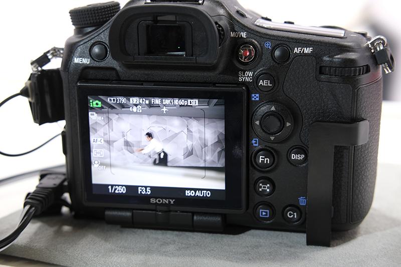 Med SLT teknikken er næsten ingen mørklægning af søgeren ved fuld hastighed, 12 bps. Foto: Lasse Svendsen, Lyd & Billede