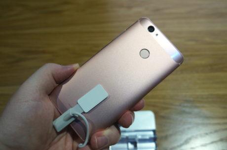 Som på Huaweis andre mobiler sidder fingeraftrykslæseren på bagsiden. Foto: Peter Gotschalk, Lyd & Billede