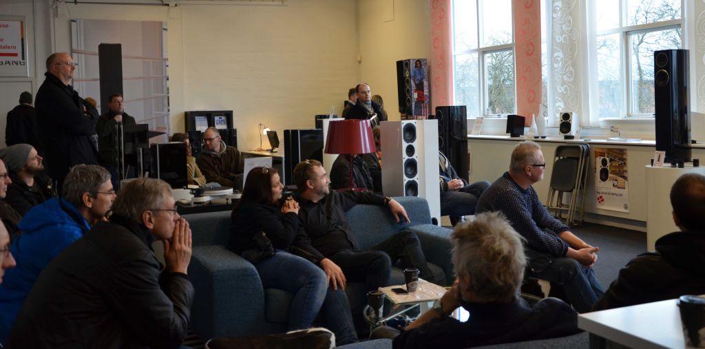 Når man nu befinder sig på en højttalerfabrik, er der også mulighed for at lytte lidt til de lokale varer. Foto: System Audio