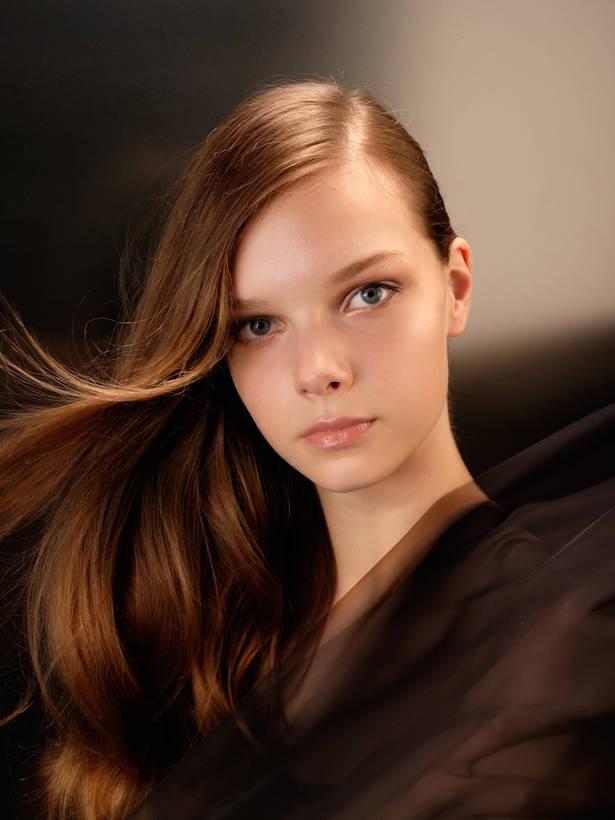 Foto: Fotograf: Seiichi Nakamura | Hår Makeover: Hirohumi Kera | Model: Zita