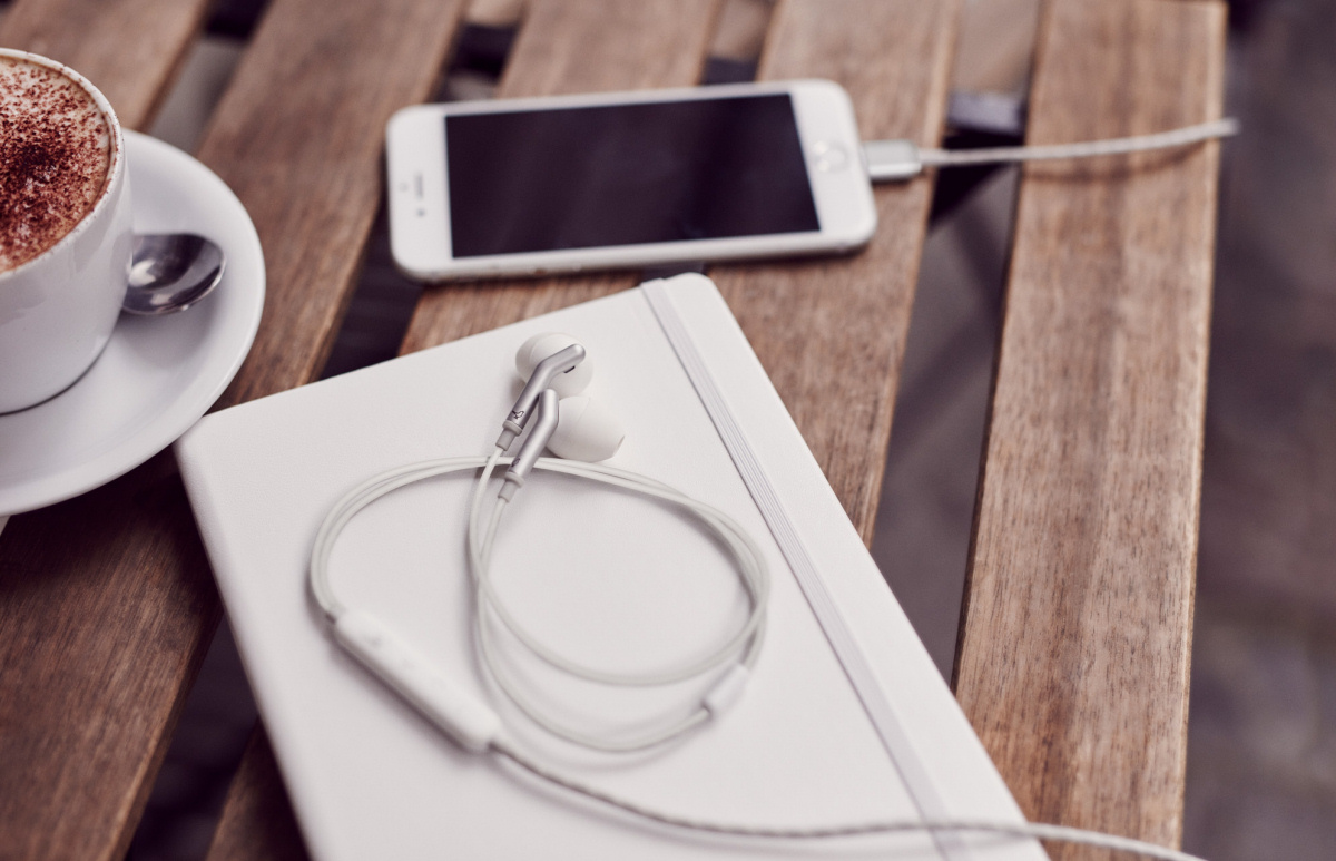 In-ear-modellen har Lightning-stik til Apple-enheder. Foto: Libratone