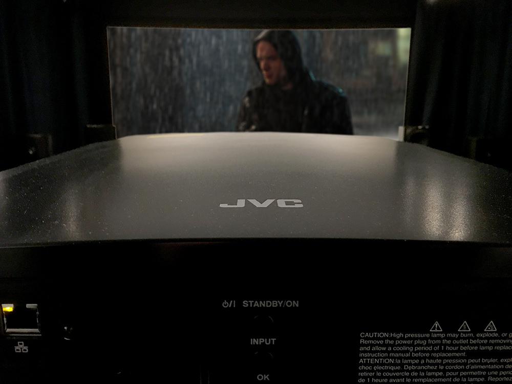 Ultra HD-versionen af Deadpool ser helt fantastisk ud på X5000. Foto: Geir Gråbein Nordby, Lyd & Billede