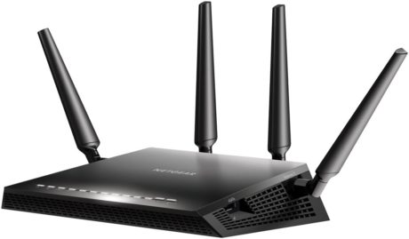 Netgear R7800 – også kendt som Nighthawk X4S – har både 2,4 og 5 GHz (ac) og desuden en teoretisk total trådløs båndbredde på hele 2,53 Gbit/s. Pris: 2.225 kroner. (Foto: Producent)