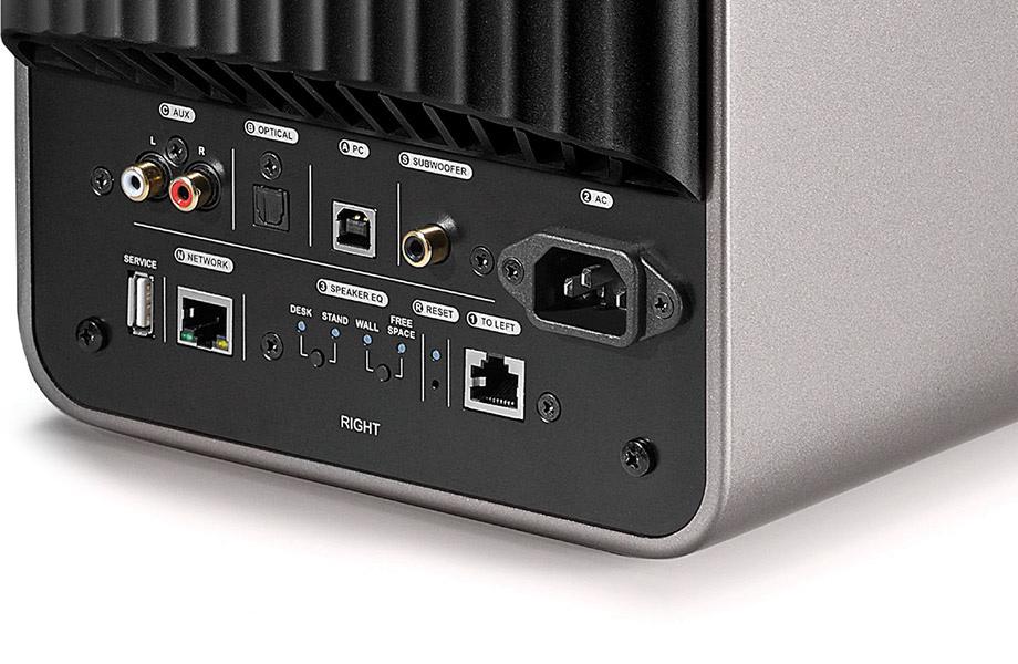Tilslutningerne omfatter analog lydindgang, USB og optisk indgang. Bemærk subwooferudgangen. Foto: KEF