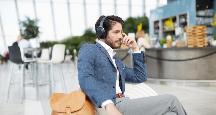 Test af 3 støjreducerende hovedtelefoner