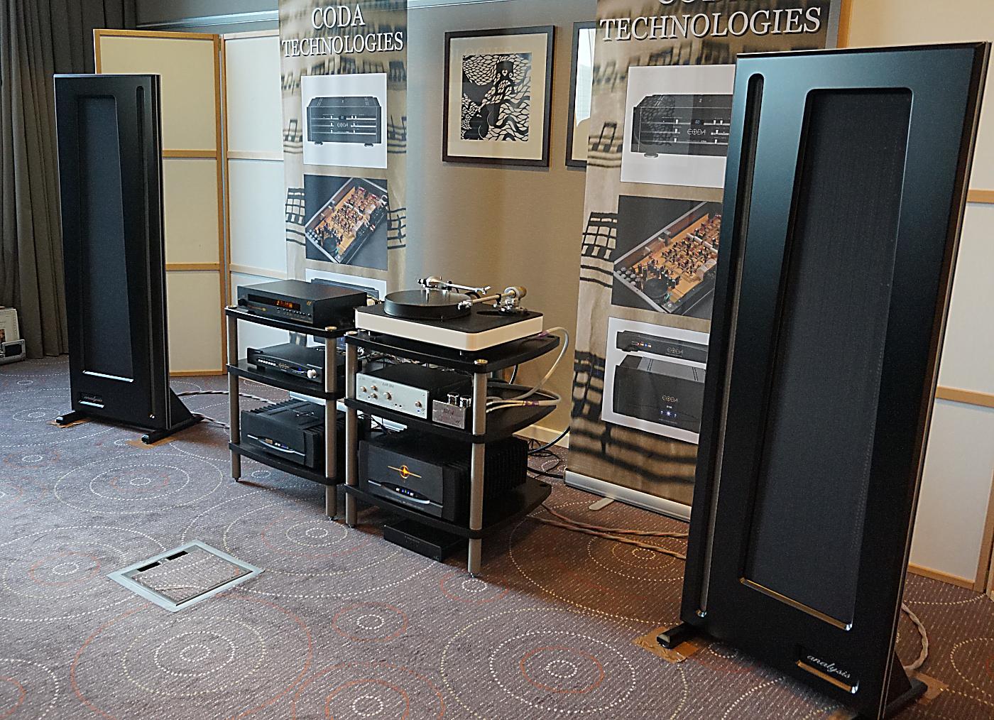 Coda-elektronik og Analysis-båndhøjttalere hos Exotc Audio. Foto: John Alex Hvidlykke, Lyd & Billede