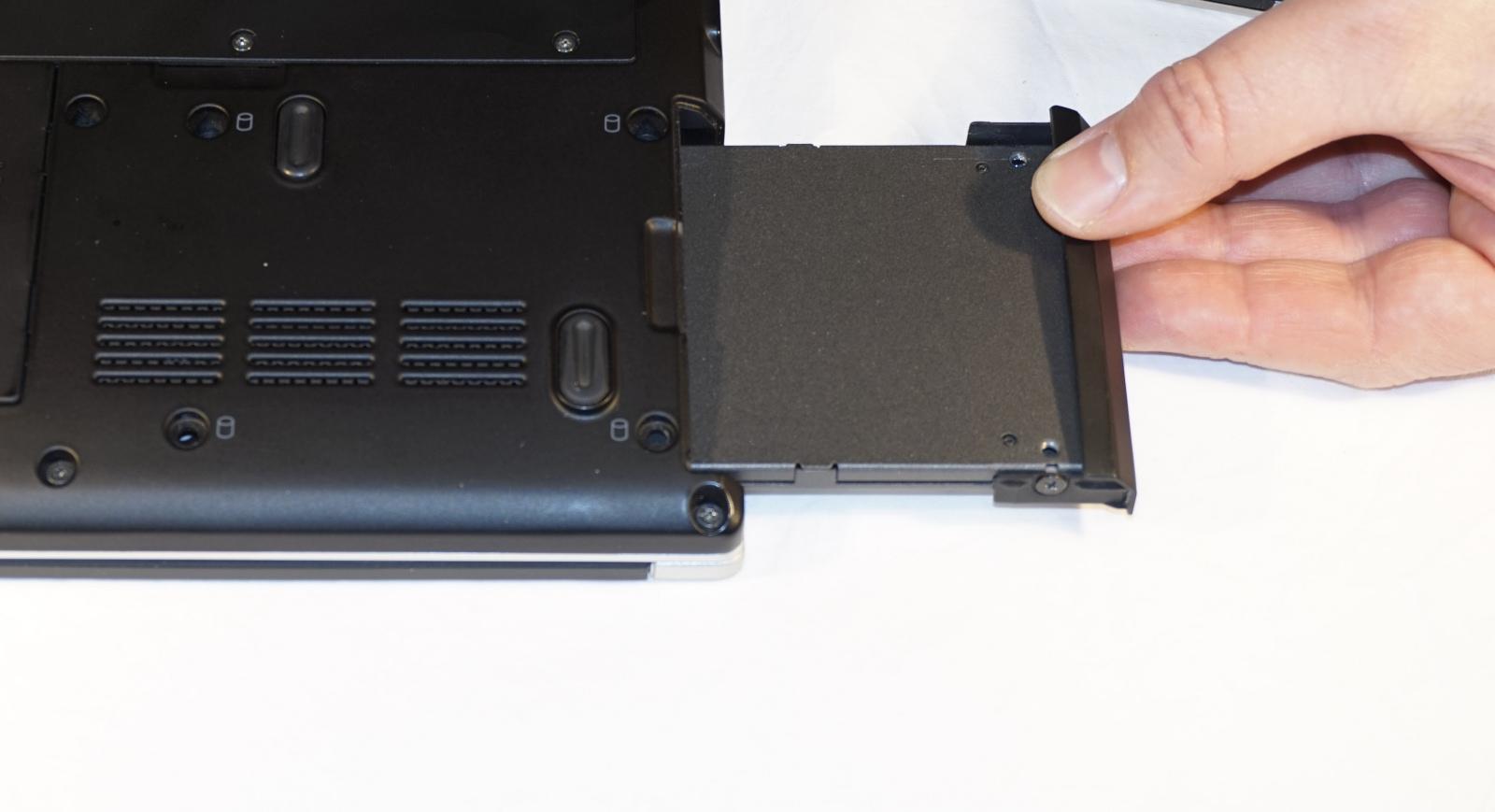 4. Sæt den nye harddisk i. Foto: John Alex Hvidlykke, Lyd & Billede