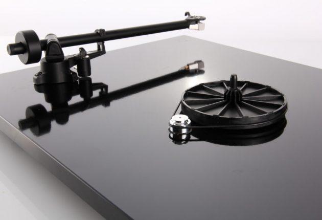 Stabil remdrift uden vibrationer giver bedre lyd.