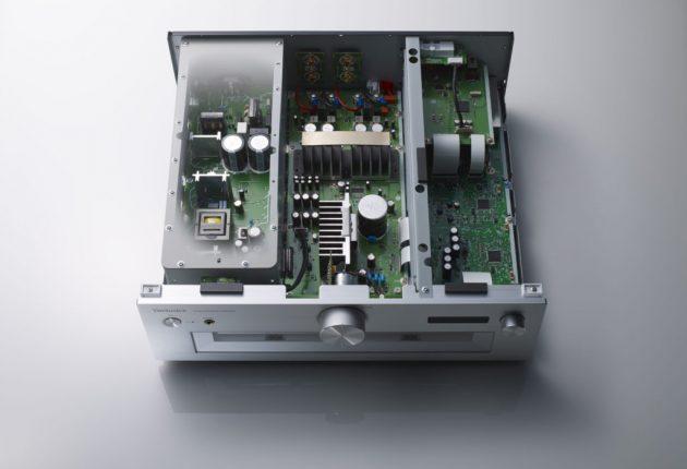 SU-G700 er bygget op i tre sektioner: Strømforsyning, signalbehandling og udgangstrin. Alle tre på separate bundkort og afskærmet fra hinanden.
