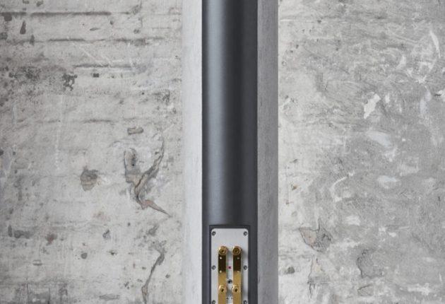 Tredobbelte terminaler på bagsiden tillader op til tre forstærkere på hver højttaler.