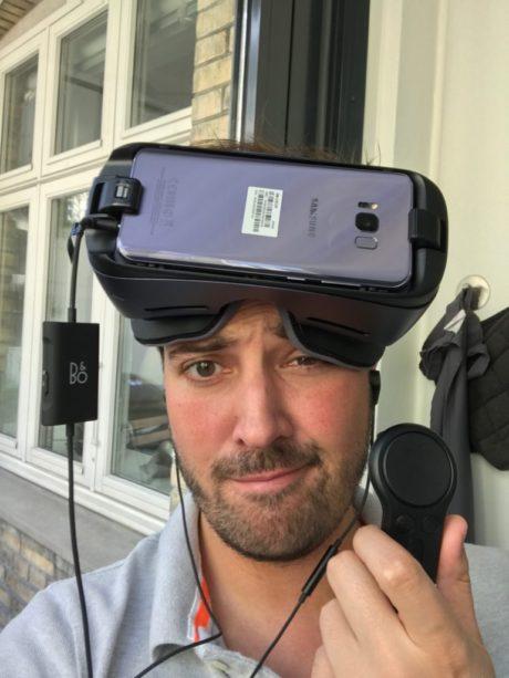 Mikael med VR-hjelm