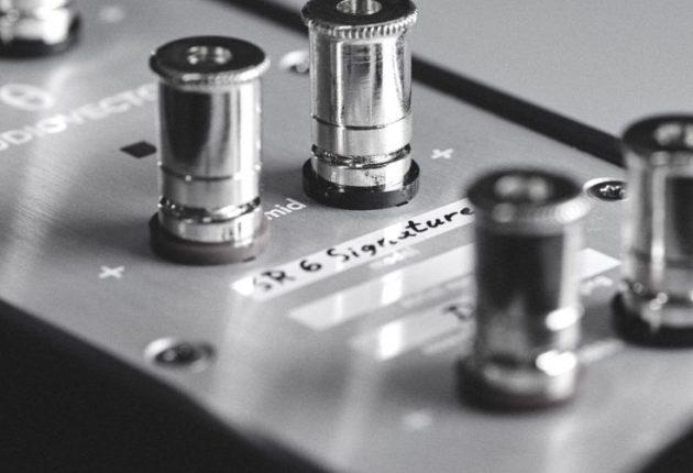Tredobbelte terminaler gør, at man kan bruge op til tre forstærkere på hver højttaler for at få ekstrem dynamik. Foto: Audiovector