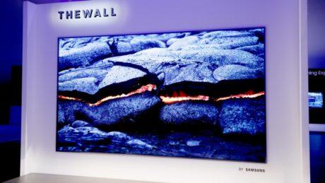 Væg-til-væg-fjernsyn
