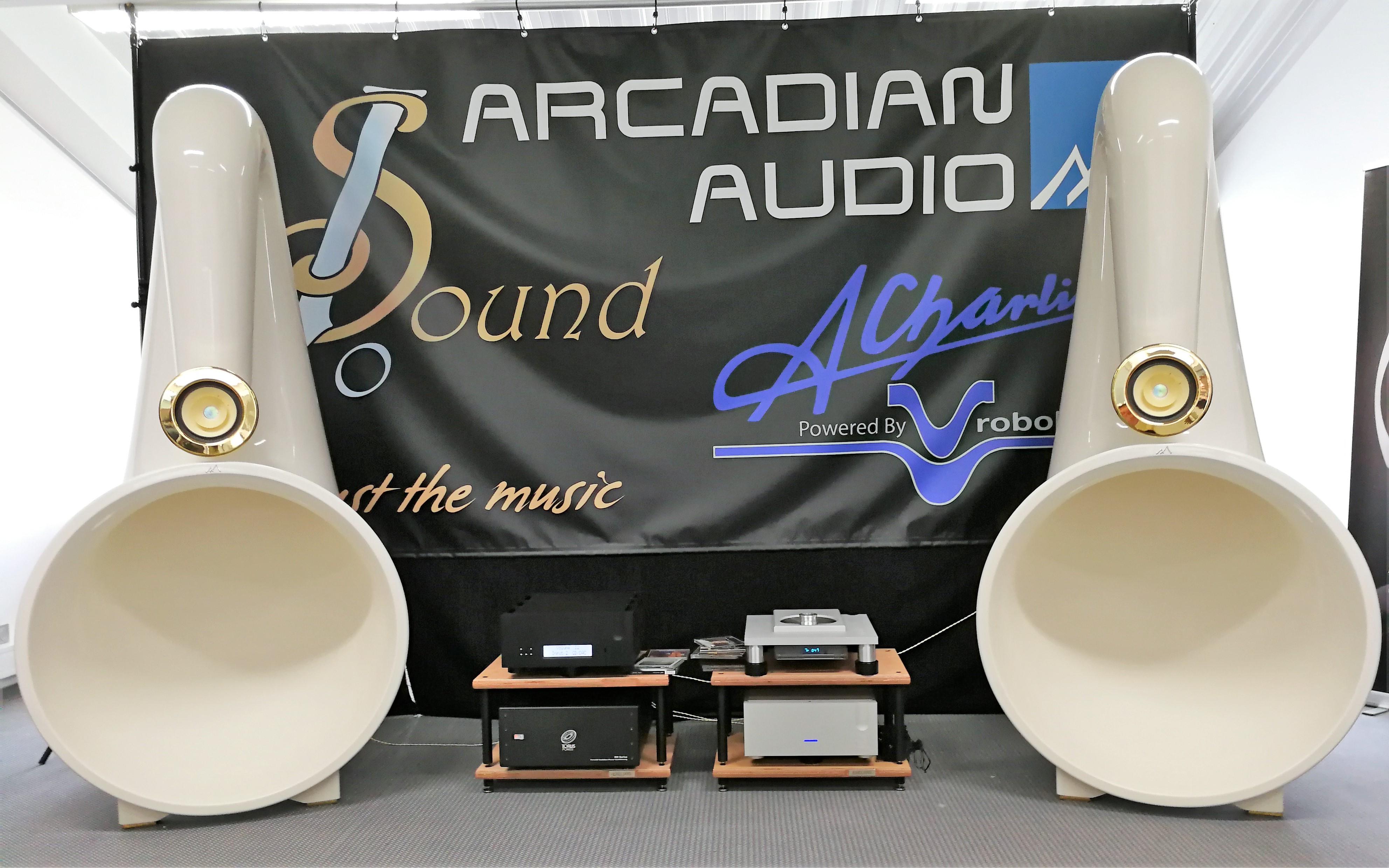 Grekiska Arcadian Audio har gått längre än de flesta med sina gigantiska horn! Foto: John Alex Hvidlykke