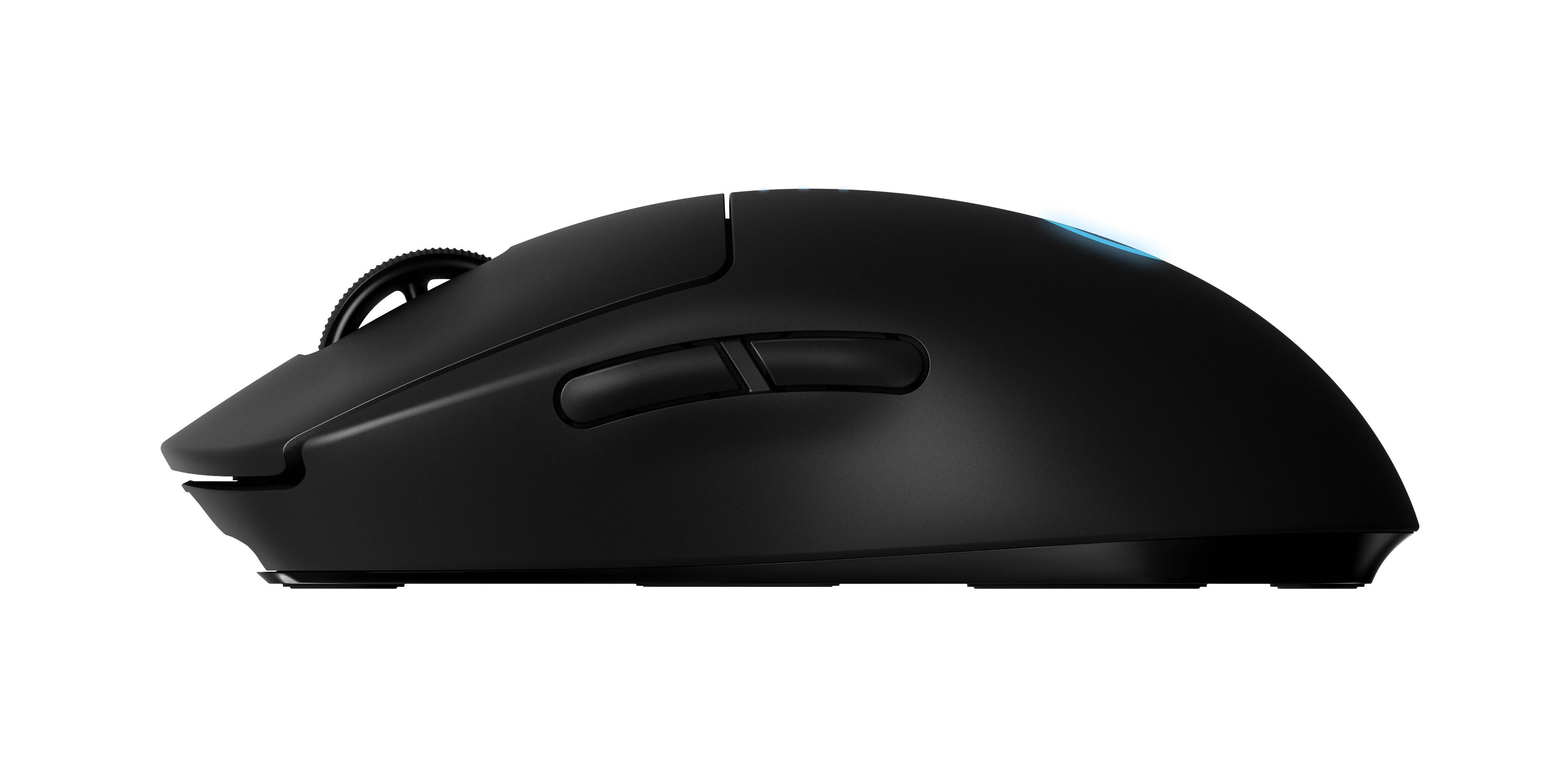 Knapparna på sidan kan flyttas så att musen går att använda med både höger och vänster hand. Foto: Logitech G