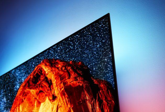 Ambilight fungerer vældig fint i kombination med OLED. Du kan selv vælge, om lyset skal følge handlingen eller bare give et statisk baggrundslys.