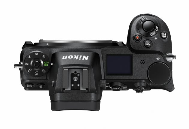Både Canon og Nikon har statusskærm på toppen, men Nikon har også programhjulet ovenpå.