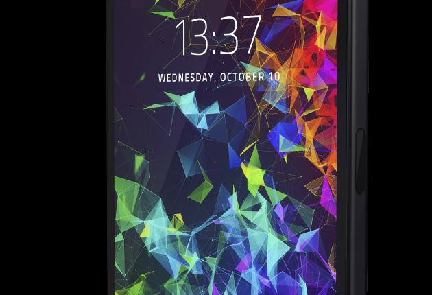 Razer Phone 2 er med sit kantede ydre forfriskende barsk at se på.