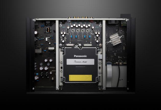 Seriøs indmad: Panasonic DP-UB9000 har et solidt tolagskabinet med separate strømforsyninger til lyd- og videokredsløbene. (Foto: Panasonic)