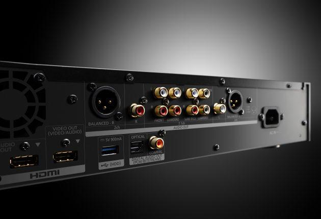 UB9000 har rigeligt med tilslutningsmuligheder, inklusive dobbelt HDMI-udgang, 7.1 analog RCA og balancerede XLR-stereoudgange. (Foto: Panasonic)