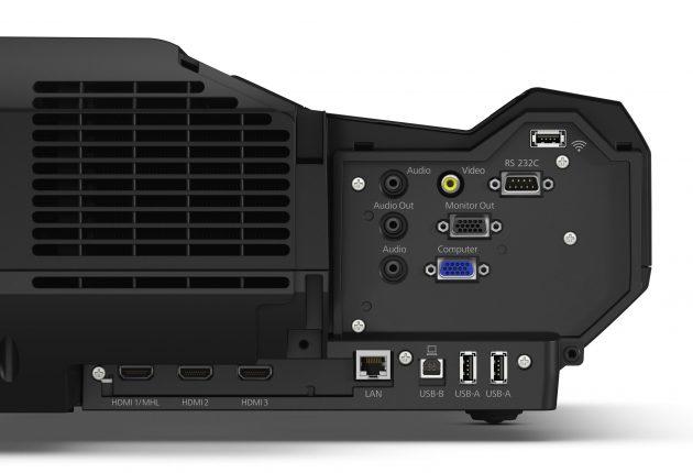 Som det sig hør og bør, har Epson EH-LS100 en lydudgang. To HDMI-indgange er helt standard. (Foto: Epson)