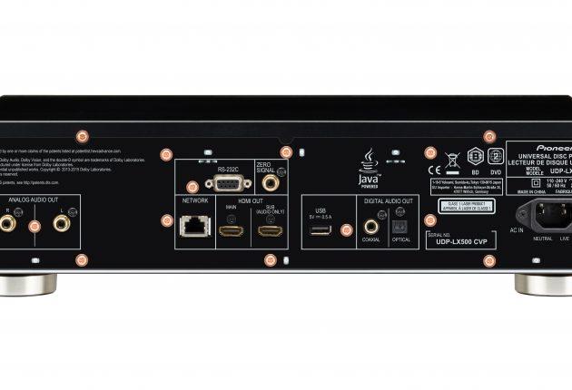 På bagsiden af UDP-LX500 kan man finde det meste, bortset fra balanceret XLR-udgang. (Foto: Pioneer)