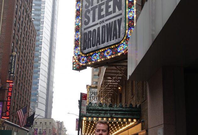 Lyd & Billedes udsendte foran The Walter Kerr Theatre. (Foto: Tor Aavatsmark)