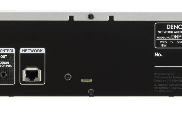 Der er de nødvendige ind- og udgange på Denon DNP-800NE, men man kan ikke bruge den fine DAC til andre signalkilder.