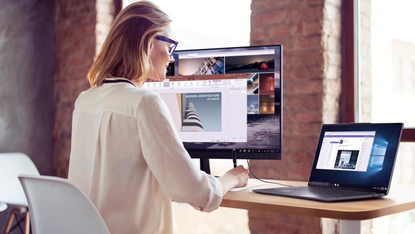 """På Lenovo S940 kan AI-styrda """"Snap Window""""-funktionen öppna program och fönster beroende på vilken skärm du tittar på. Foto: Lenovo"""
