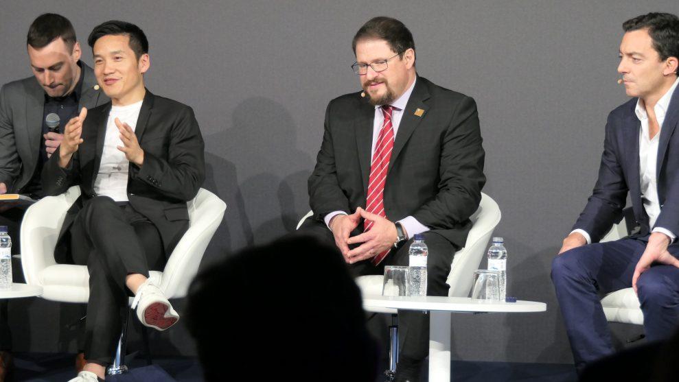 5G-paneldebatt på MWC 2019 med Pete Lau, VD för OnePlus (vänster) och Cristiano R. Amon, chef för Qualcomm (mitten). Foto: Peter Gotschalk