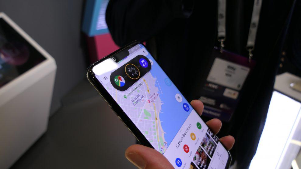 Med Air Motion i LG G8s ThinQ kan man till exempel hoppa mellan appar (observera att man ser en bild av en hand mellan de två app-ikonerna). Som här mellan Google Maps och musikspelaren ... Peter Gotschalk