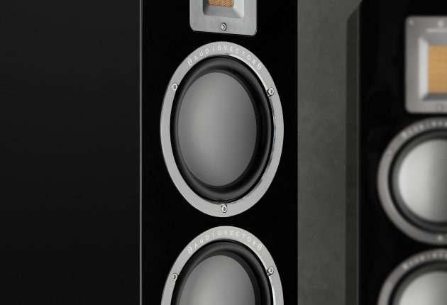 Audiovector QR5 i sort pianolak. (Foto: Audiovector)