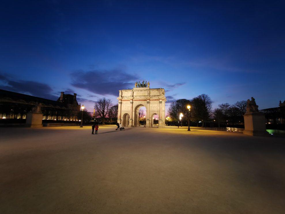 Så här ser Arc de Triomphe du Carrousel ut när den behandlas av ultra-vidvinkellinsen i Huawei P30 Pro. Foto: Peter Gotschalk
