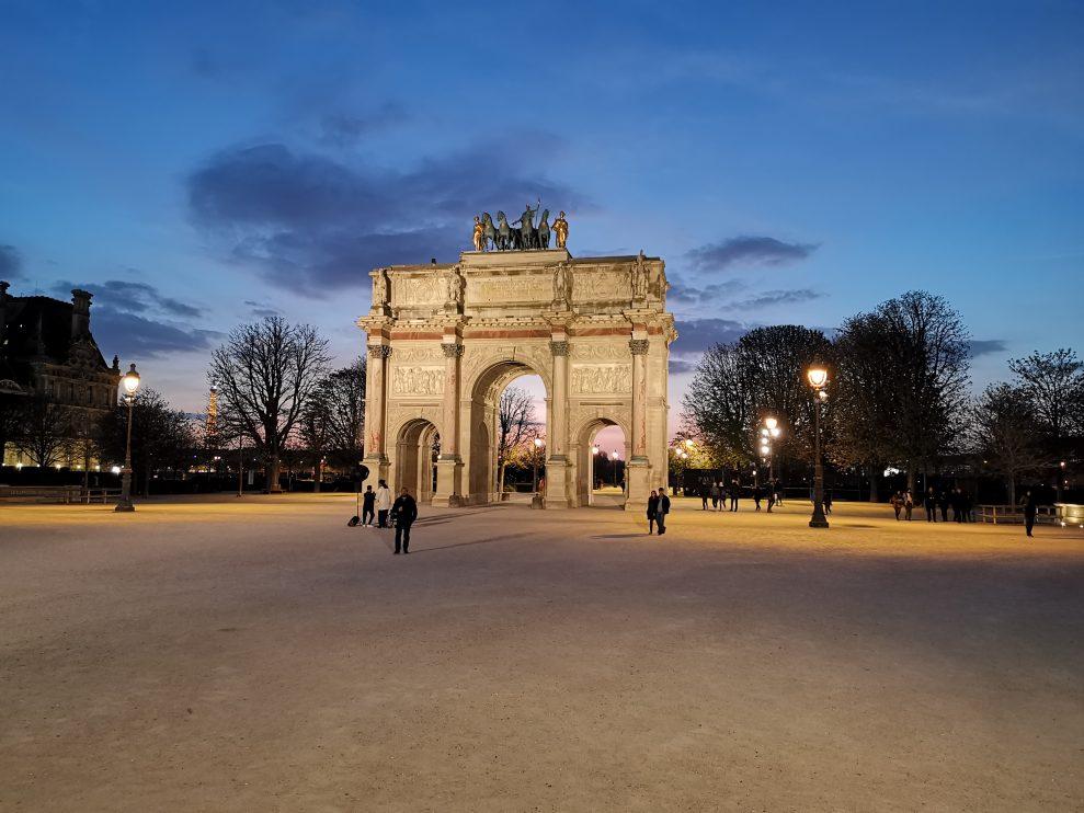 Arc de Triomphe du Carrousel framför Louvren fotograferad med Huawei P30 Pro med standardinställningar. Foto: Peter Gotschalk