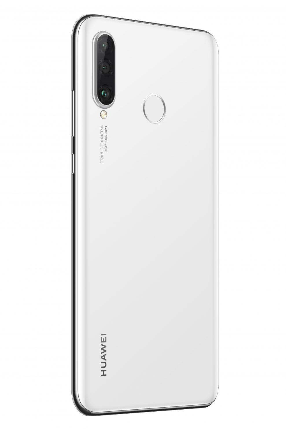 På baksidan sitter en trippelkamera och fingeravtrycksläsaren. Foto: Huawei
