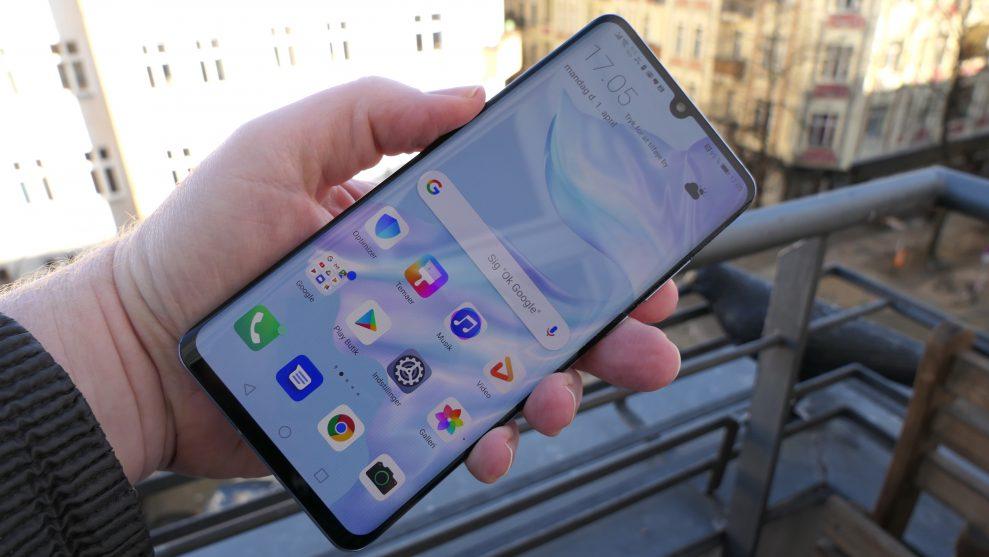 Huawei P30 Pros OLED-skärm är inte lika ljus eller högupplöst som i Huaweis egen Mate 20 Pro. Men det fungerar fortfarande bra utomhus. Foto: Peter Gotschalk