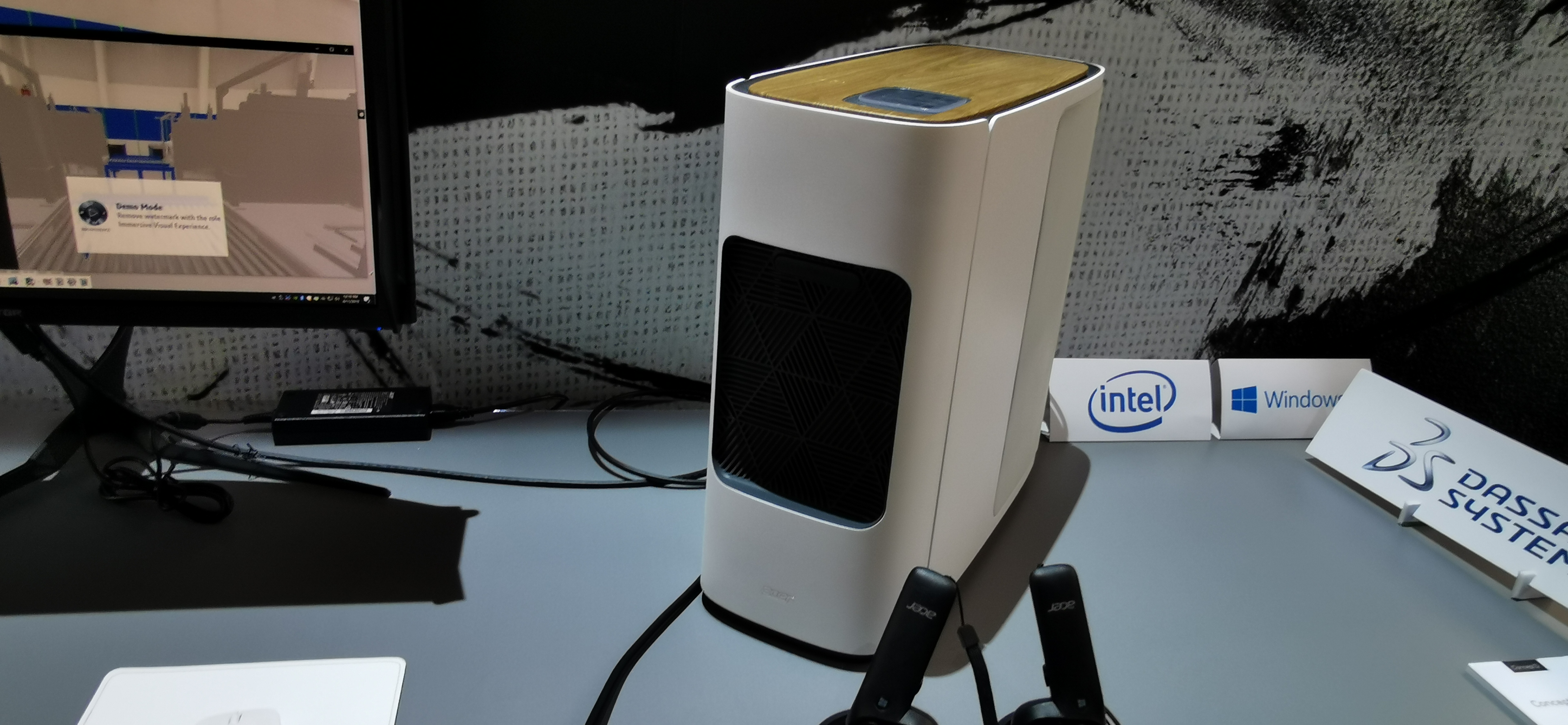 ConceptD-serien sträcker sig från lätta bärbara datorer i (diskret, vit design) till superstarka stationära datorer för 3D-design och filmproduktion. Här är ConceptD 500. Foto: John Alex Hvidlykke, L&B