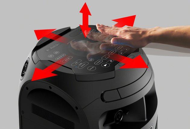 Efter et par drinks kan man lege DJ bare ved at vifte med hænderne for at skrue  op og ned og styre effekterne.  (Foto: Producent)