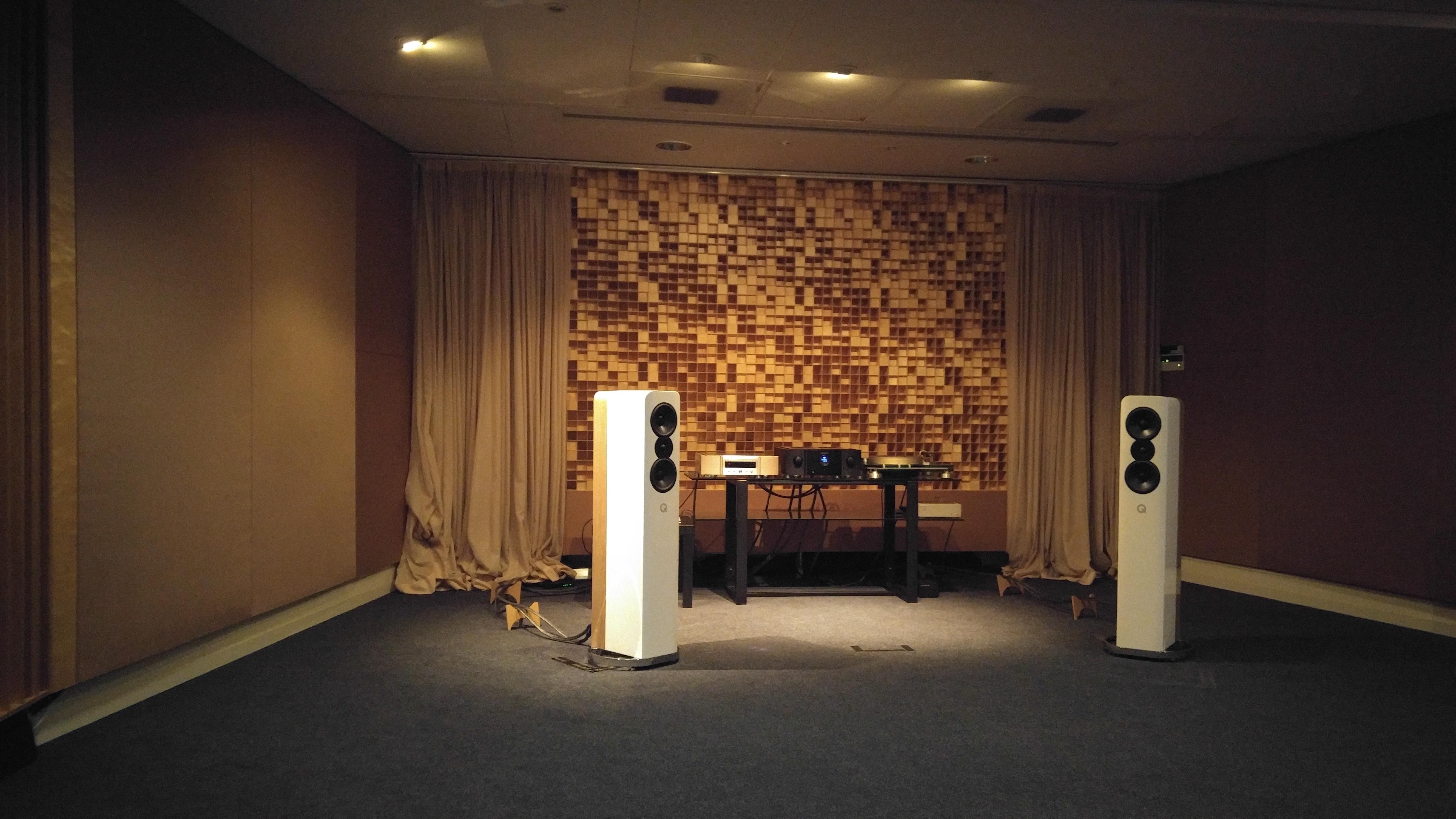 På Marantz europeiska huvudkontor i Eindhoven har Ken Ishiwata byggt ett unikt lyssningsrum där alla märkets produkter har provlyssnats av mästaren själv innan de släppts. Foto: John Alex Hvidlykke, L&B